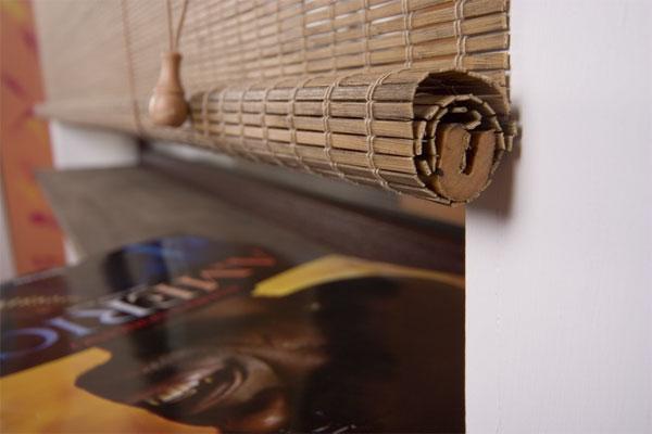 конструктивная особенность штор ROLL up заключается в том, что полотно наматывается на нижний карниз изделия.
