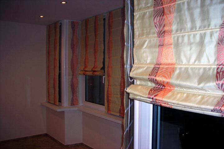 Многие специалисты в области интерьера считают римские шторы.